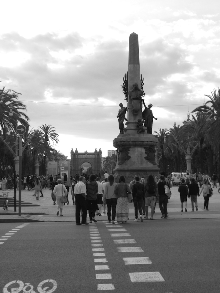 Crossing to Arc de Triomf Barcleona
