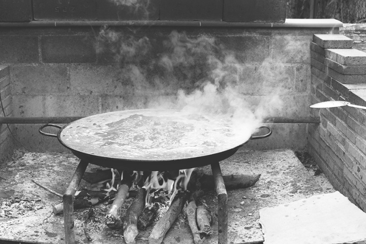 paella-black-and-white